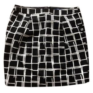 New with tags Gap checkered skirt